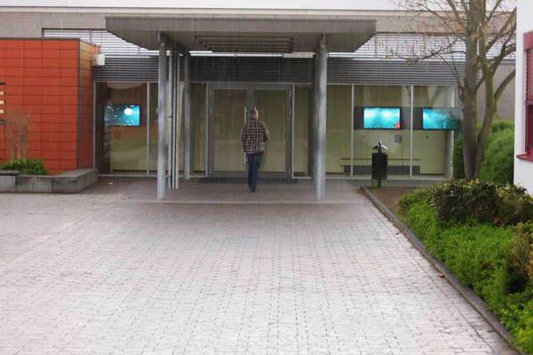 Neuer Eingang des Rheingymnasiums